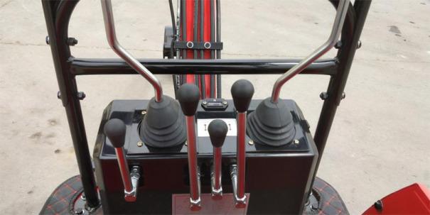 【驾驶室】仿生学设计,驾驶室宽敞明亮,360°开阔视野,设备操作更加轻松、更加流畅。