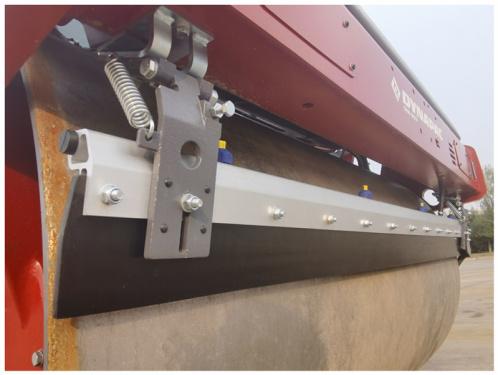 【刮泥板】1.标配弹簧式刮泥版,可及时清除附着在钢轮表面的粘结材料;2.带有调节手柄,方便操作。