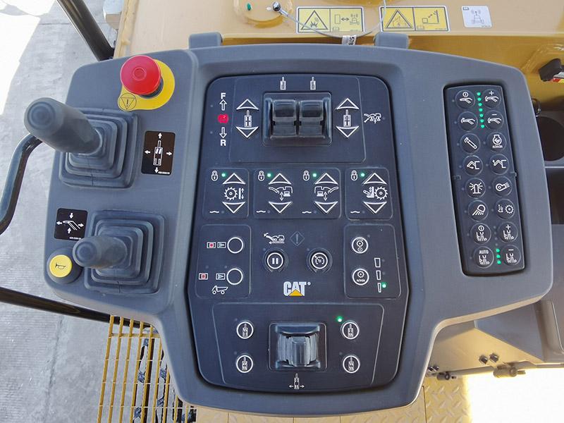 【多图】CAT®PM620铣刨机操控台细节图_高清图