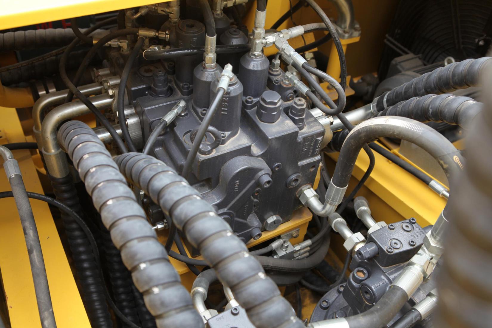 【多图】力士德SC485EV挖掘机大通径主控制阀细节图_高清图