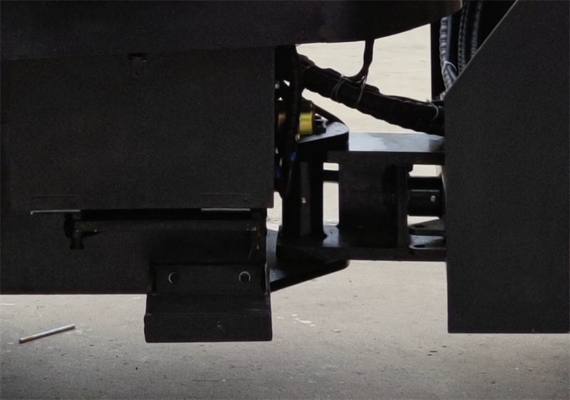 【多圖】宜迅3.5噸單鋼輪壓路機鉸鏈細節圖_高清圖