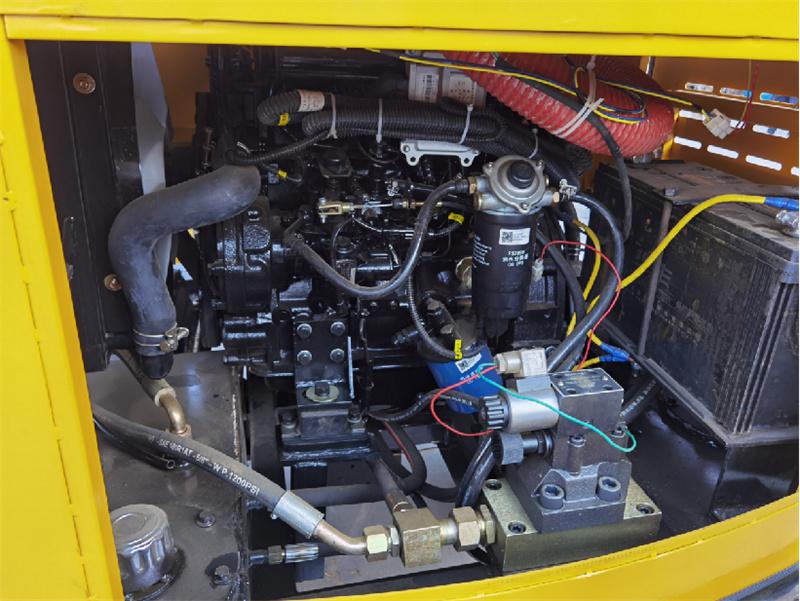 【多圖】宜迅3.5噸單鋼輪壓路機發動機細節圖_高清圖