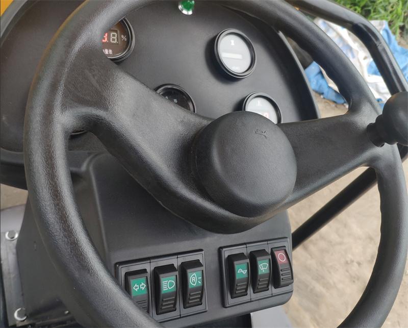 【多圖】宜迅3.5噸單鋼輪壓路機駕駛室細節圖_高清圖