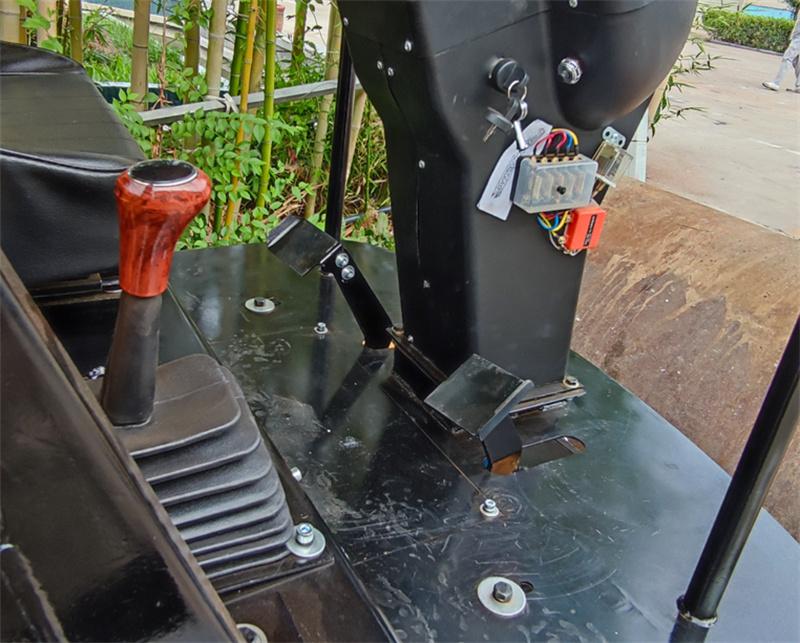 【多圖】宜迅3.5噸單鋼輪壓路機檔位細節圖_高清圖