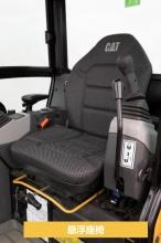 【可掀开式驾驶室】驾驶室为可掀开式,而且是防翻滚设计,安全可靠。悬浮座椅,智能操控系统,以及可调节腕托等一系列人性化设计,有助于您全天舒适工作。