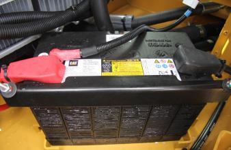 【终身免维护电池】终身免维护电池• 卡特终身免维护电池,使用更放心。• 所放位置易服务• 寒冷环境下确电池寿命和耐久性• 统一的12V电子系统减少维护成本并保持系统一致性