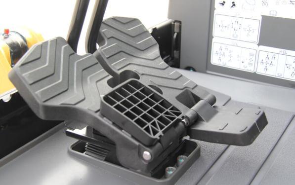 【可折叠脚踏板】脚踏板为可折叠式设计,设计更加人性化。