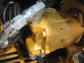 【高效省油】卡特彼勒305.5E2搭载了全新液压控制系统,减少了寄生载荷,降低了泄漏风险,提高了燃油经济性,油耗更低。