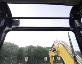 【透明天窗】天窗为透明设计,铲斗可以通过天窗看到,施工更有便利,安全更有保障。