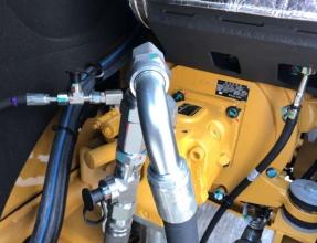 【高效省油】全新的 HDH 液压系统,更高效的液压系统,创新的流量共享液压系统。卡特彼勒307挖掘机配备了单一的泵负载传感液压系统,配备减压阀供给先导,该复合结构非常 敏感,新一代多回路控制系统将会使挖掘机的效率显着增加,同时降低油耗。