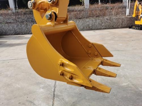 【大容量铲斗】铲斗的斗容达0.06m³,吊装重量达1670kg。