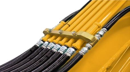 【预留液压管路】预装破碎管路至大臂根部,方便破碎管路的加装。