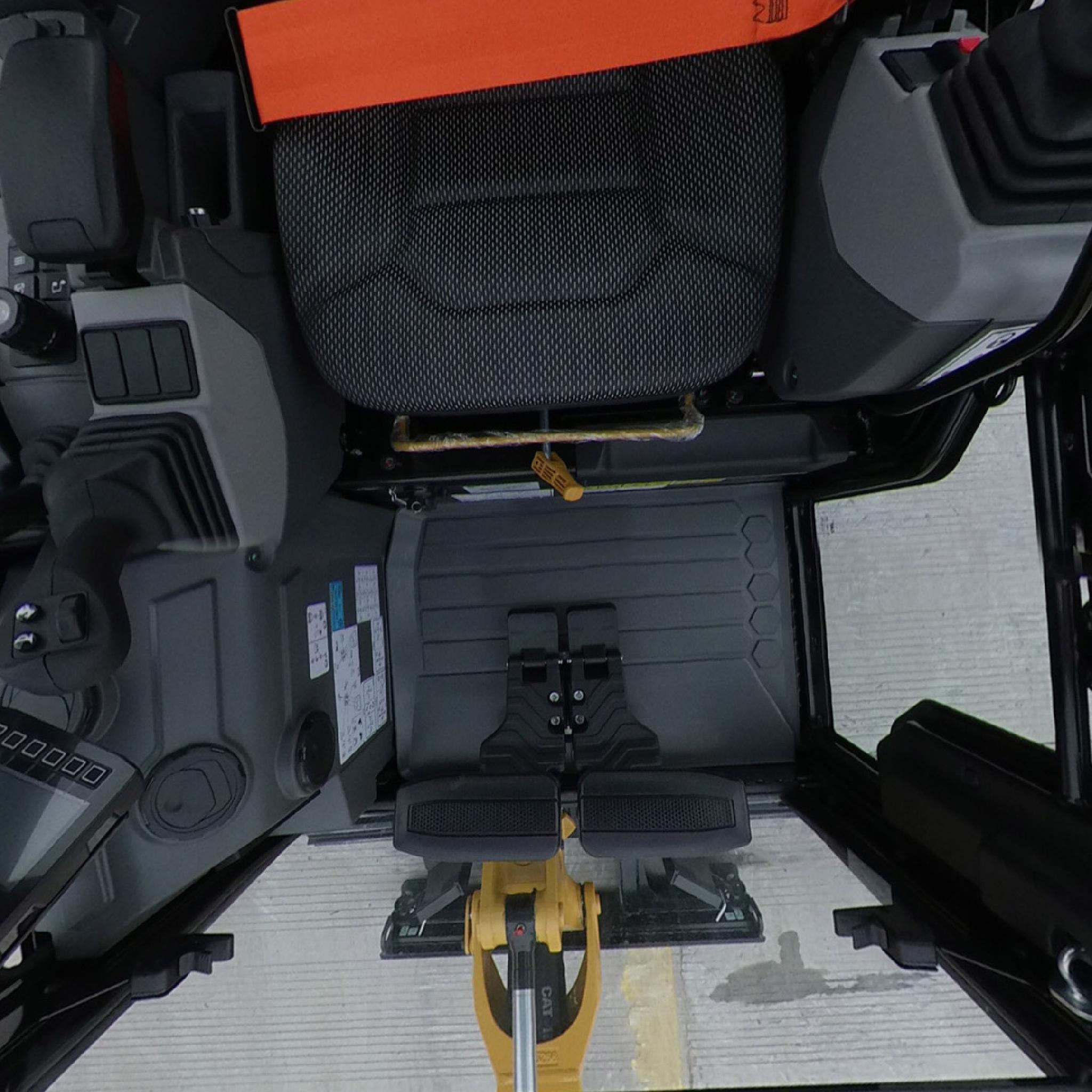卡特彼勒新一代CAT®302CR迷你型挖掘机驾驶室