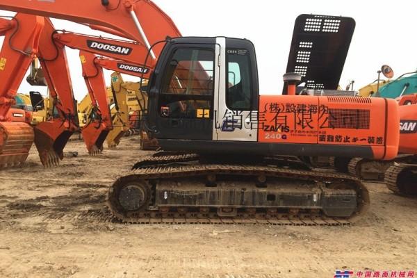 拉萨挖机市场转让日立70/120和240二手挖掘机,质保一年,送货到工地