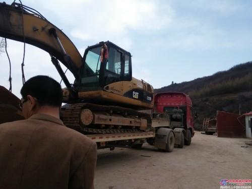 维修卡特320D挖掘机
