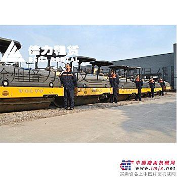 出租沃尔沃6820、7820、8820摊铺机,DD118\dd136、DD138双钢轮压路机等摊铺机