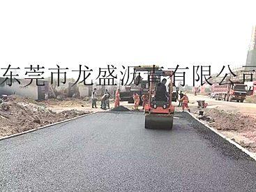 深圳龙岗沥青施工队-城区柏油路修复:出租摊铺机
