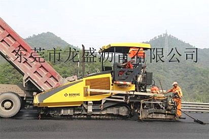 广州沥青道路承包单位-番禺老城区柏油路翻新:出租摊铺机