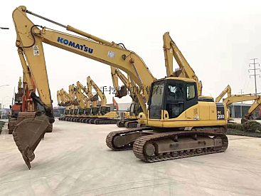 长沙二手挖掘机市场出售二手小松200、220和360挖掘机,车况不错,低价转让