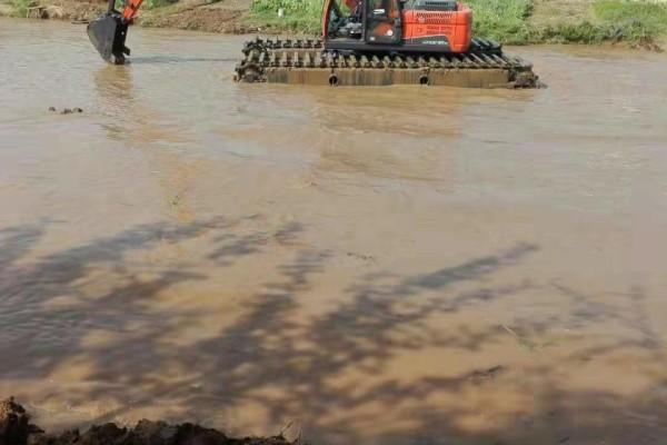 河道清理专家 两栖挖掘机出租 水挖机租赁