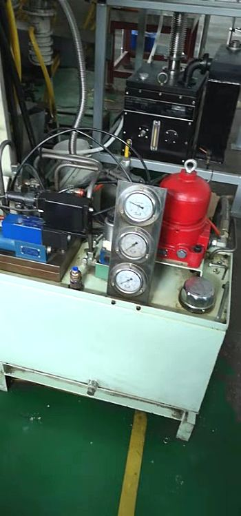 东莞大岭山维修裁断机丨改造硫化机油路电路丨维修四柱机