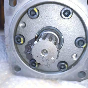 供应雷沃PVC90东芝液压泵挖掘机液压泵