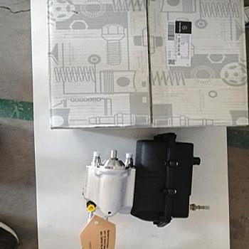 供应奔驰A0001404139泵车底盘和传动部件