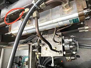 维修液压设备漏油丨大型四柱机维修丨专业维修废纸打包机
