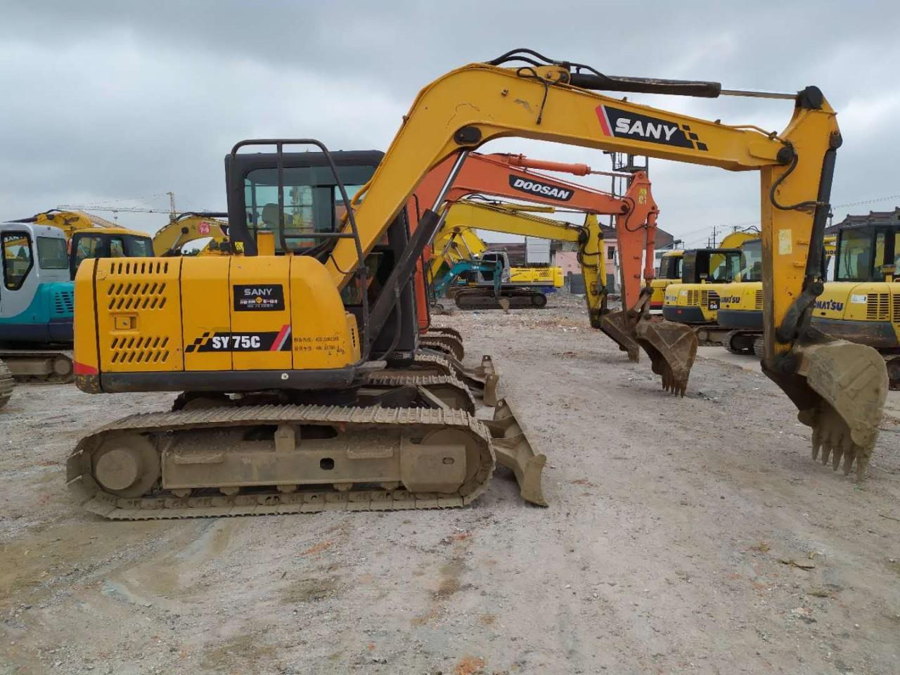 武汉二手挖掘机市场,转让二手三一75、135和215挖掘机,现货齐全