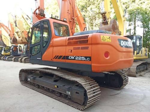 拉萨出售原装精品斗山150、220、225和300等二手挖掘机