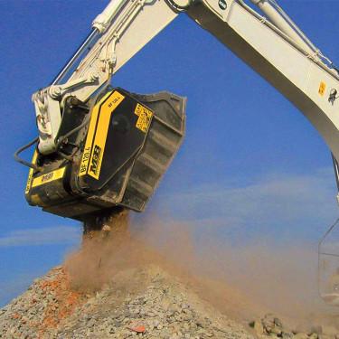装挖机上的破碎斗 破碎筛分 输送给料一体机 挖机破碎斗 各种挖机前端属具