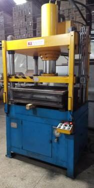 专业维修四柱机丨维修大型四柱油压机漏油丨保养小型四柱机设备