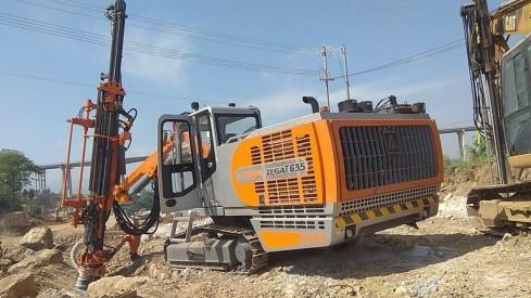 供应志高凿岩钻车ZEGA T635全液压顶锤钻机45~102mm