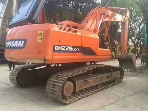 长沙出售原装精品斗山150、220、225和300二手挖掘机,大件质保一年