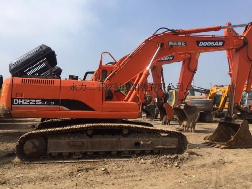 宁夏二手挖掘机市场,转让斗山225、300、370二手挖掘机,包运送支持分期付款