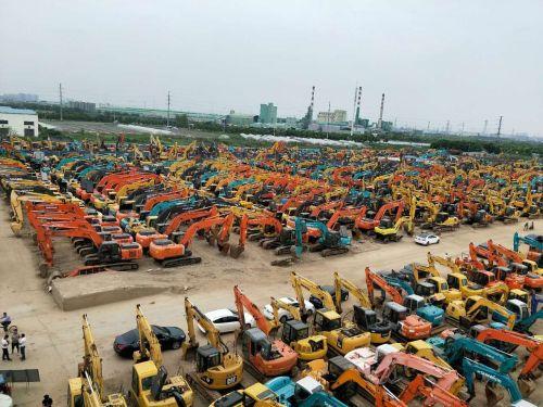 成都二手挖掘机市场,新款小松200、350|斗山220、225|沃尔沃210、360挖掘机