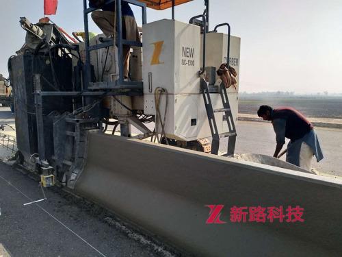 供应徐工YC1300摊铺机-混凝土侧铺式滑模摊铺机-多功能路缘石滑模机