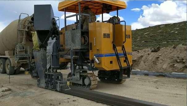 供应徐工YC1300混凝土滑模摊铺机-混凝土路缘石滑模摊铺机-路缘石滑模机
