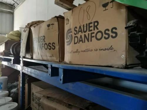 清仓处理摊铺机压路机十几款泵、马达、保养件