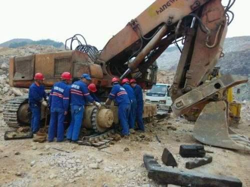 维修神钢挖掘机