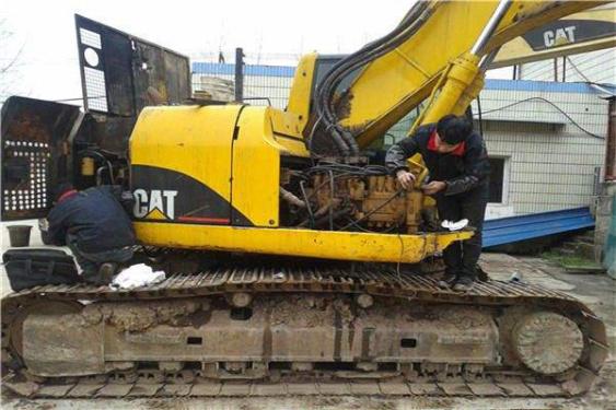 维修现代挖掘机