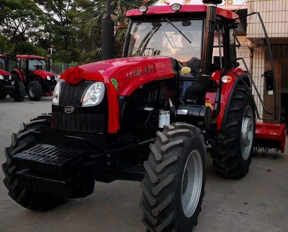 大型拖拉机+旋耕机+司机求租用(东方红LY1304,130匹四驱)