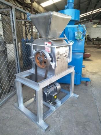 山东碳铵粉碎机销售 金富民钾肥粉碎机看效果厂家