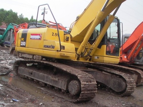 小松200、210、220等二手挖掘机低价出售