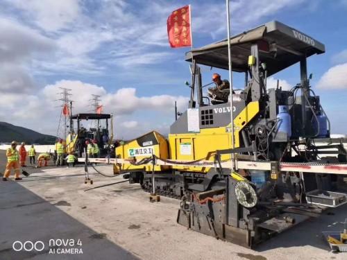 江苏扬州出售二手原装沃尔沃7820、8820摊铺机
