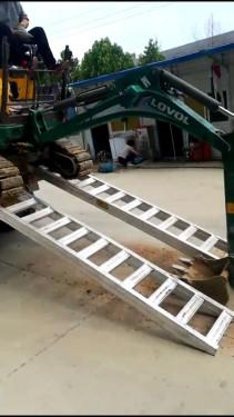 供应迷你微型小挖掘机久保田挖机铝合金爬梯铝爬梯3.2米常规使用款