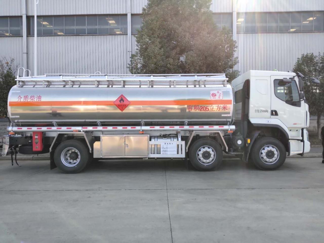 广西15吨油罐车柳汽小三轴