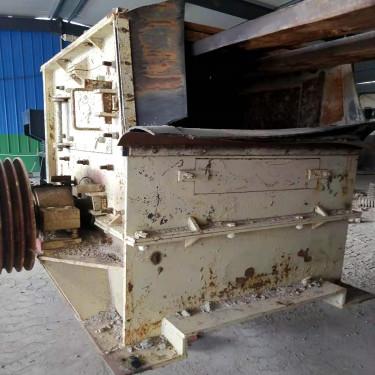 出售二手山东1010锤式破碎机石子机通料机箱式破碎机