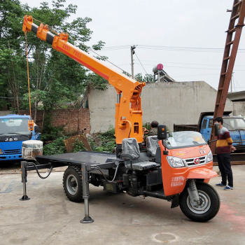 供应耐力9米长三轮随车吊 断气刹三轮平板吊 可定制车厢