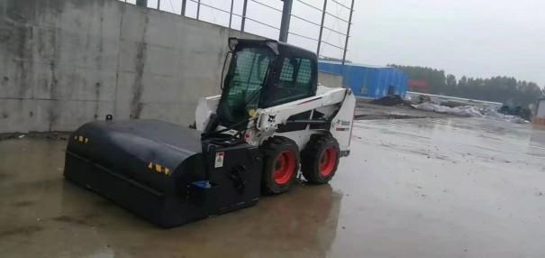 出租山猫S550滑移装载机清扫车